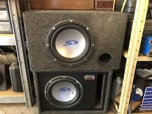 2 subwoofer boxes