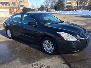 2012 Nissan Altima.. Only 8700 actual Km..no damages no rust