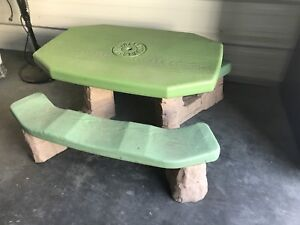 Kids indoor/ outdoor resin picnic table with hole for umbrella