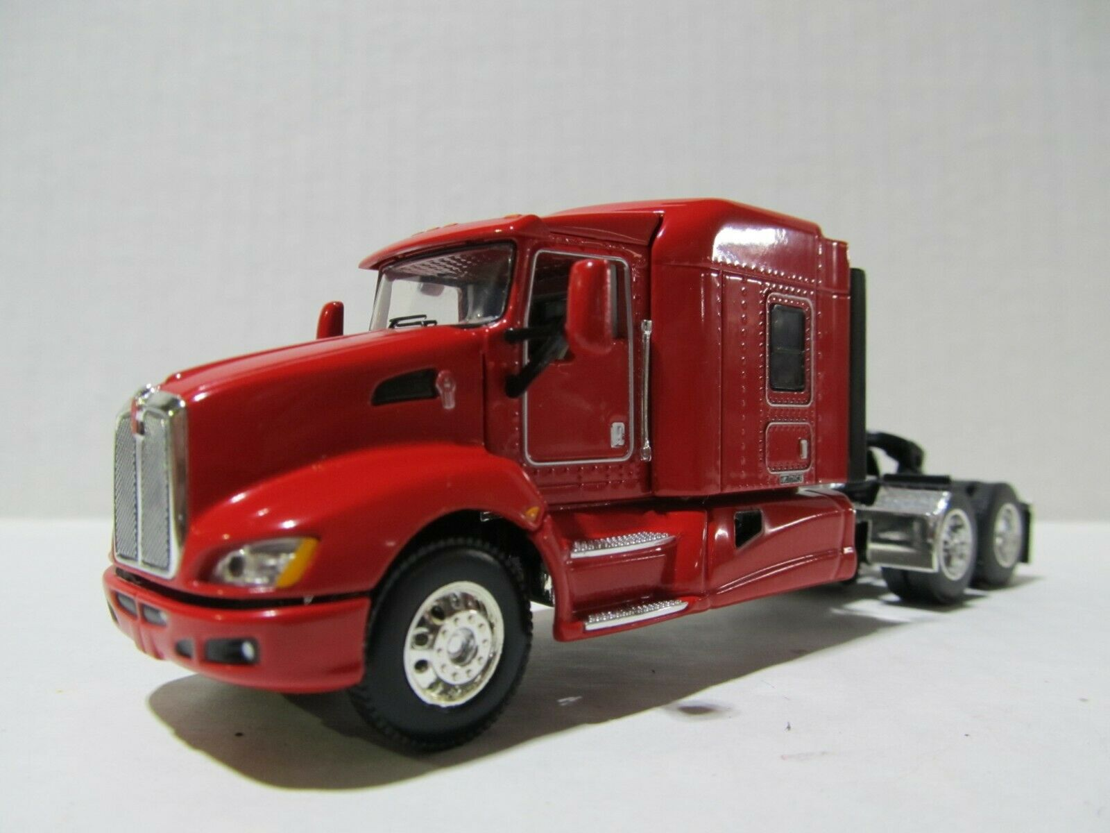DCP / FIRST GEAR 1/64 SCALE T-660 KENWORTH, MIDROOF SLEEPER, RED, GRAY ENGINE