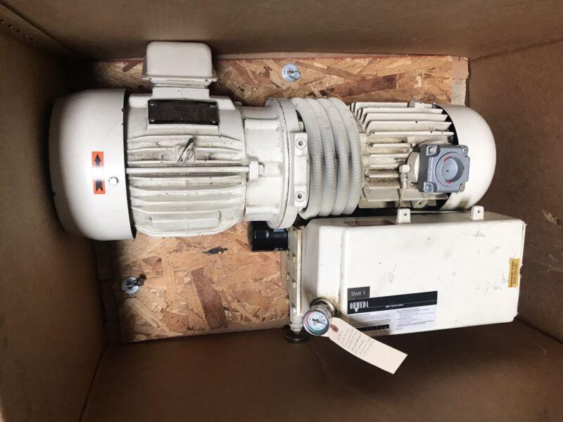 BUSCH RC 01001 VACUUM PUMP 3 PHASE 5HP 63 CFM