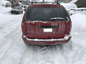 2005 dodge caravan (new winter tires,DVD player)