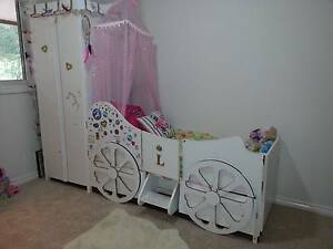 Girl's princess carriage theme bed and wardrobe unit Martinsville Lake Macquarie Area Preview