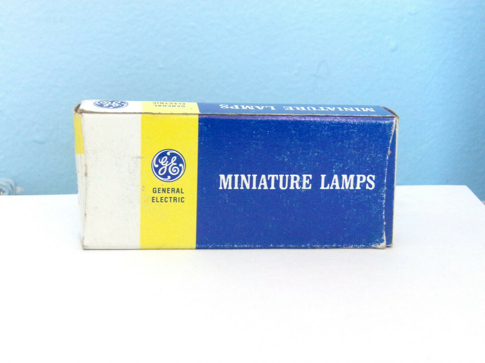 1 Box of 10 GE 502 Miniature Lamps NOS Light Bulbs 5.1V .15A