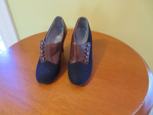 Vintage 1940s HEELS-NAVY CLOTH AND BROWN LEATHER-SIZE 5 1/2? -BUTTONS-ELASTIC