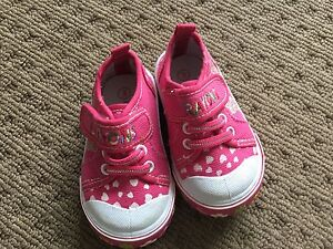Girls Crayons shoes size 3 Cameron Park Lake Macquarie Area Preview