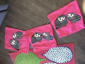 Tapis et couvre-coussin de Ikea/Ikea rug and cushion covers