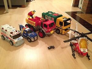 Lot de camions + 1 helicoptere