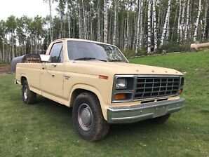 FORD 150 1981 LIKE NEW must go