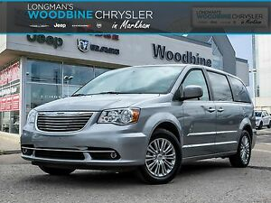 2016 Chrysler Town and Country Navigation/DVD/Sunroof
