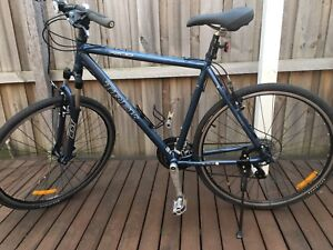 Trek 7200 Hybrid Bike. Blue. Great Condition.