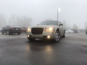 2006 Chrysler 300 Limited -  Very clean & Strong