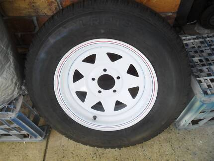 5 wheels and tyres 5 off trailer ht studs