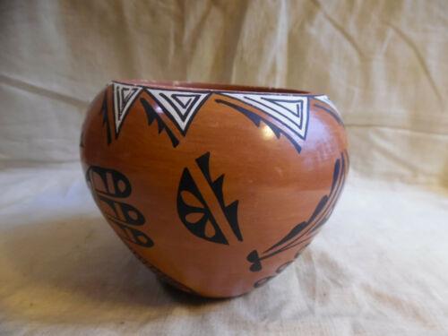 Vase Native American  Pottery Tosa Jemez