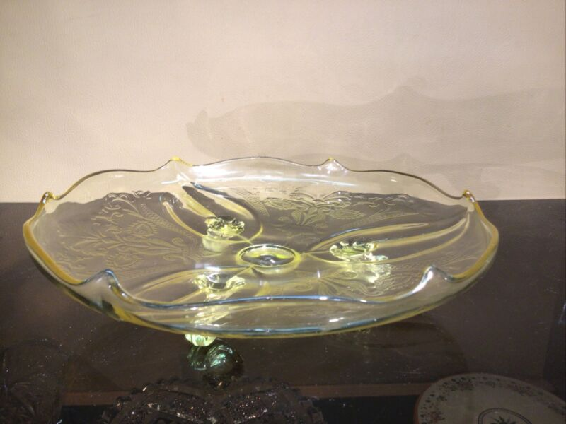 Pale Yellow Carnival Depression Glass Server W/3 Curled Feet & Fleur de lis 10""