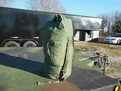 MILITARY SURPLUS DUFFLE BAG ARMY ISSUE  WITH BACKPACK STRAPS CAMPING   GOOD USED