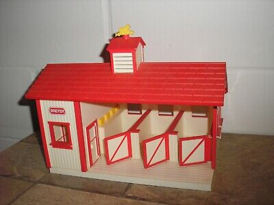 """Nice 10 1/2"""" wide BREYER STABLEMATES RED STABLE SET Horse Barn Free Shipping"""