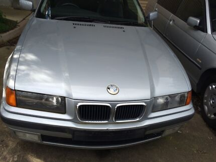 BMW 318is  1998 sedan Now Wrecking East Albury Albury Area Preview