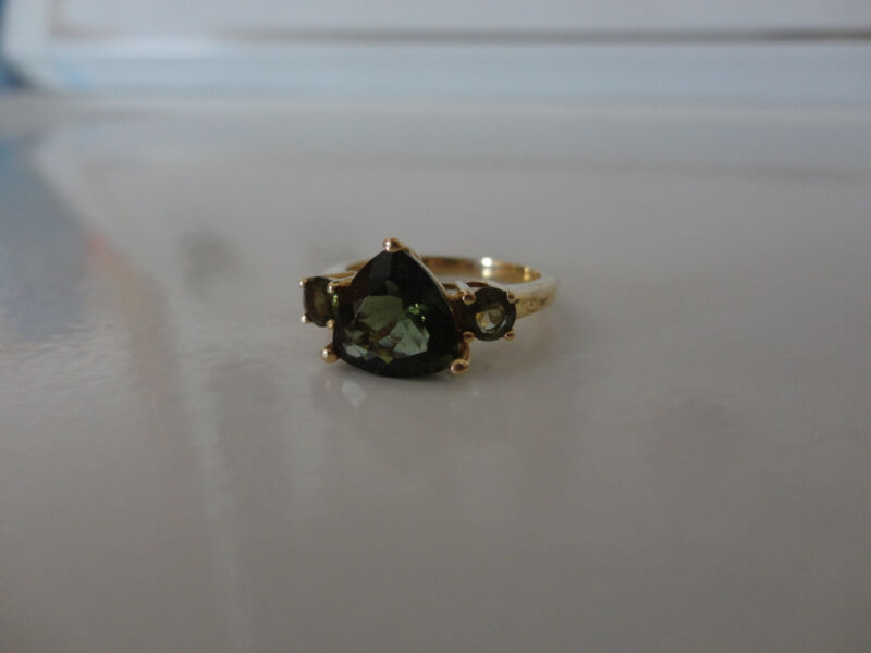 10kt gold Emerald & Periot Ring Size 8