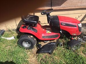 Craftsman 20hp gold addition ride on Lawnmower. Used 10 times.