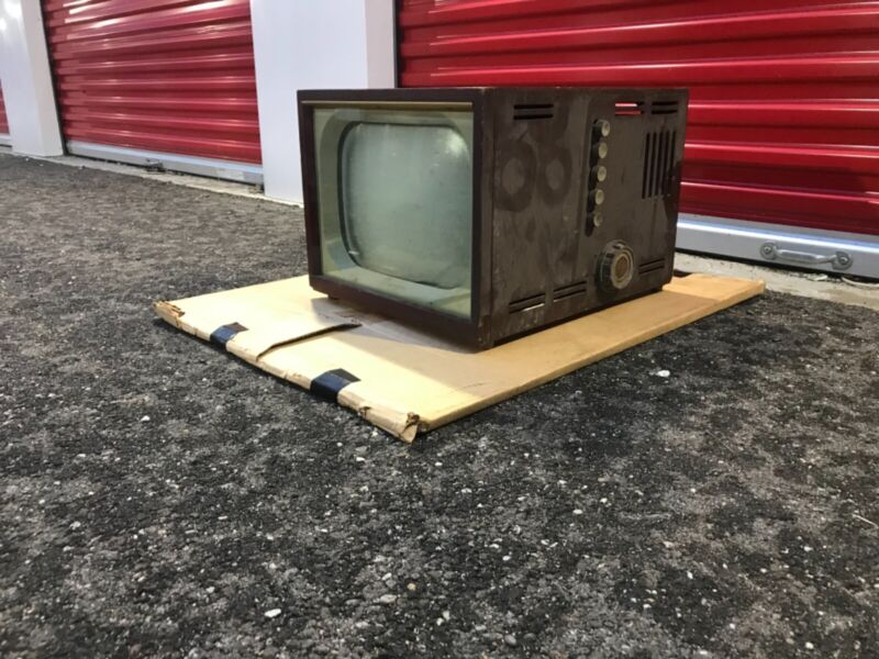 VINTAGE 1950s 1960s PORTABLE TELEVISION TV OLYMPIC MODEL