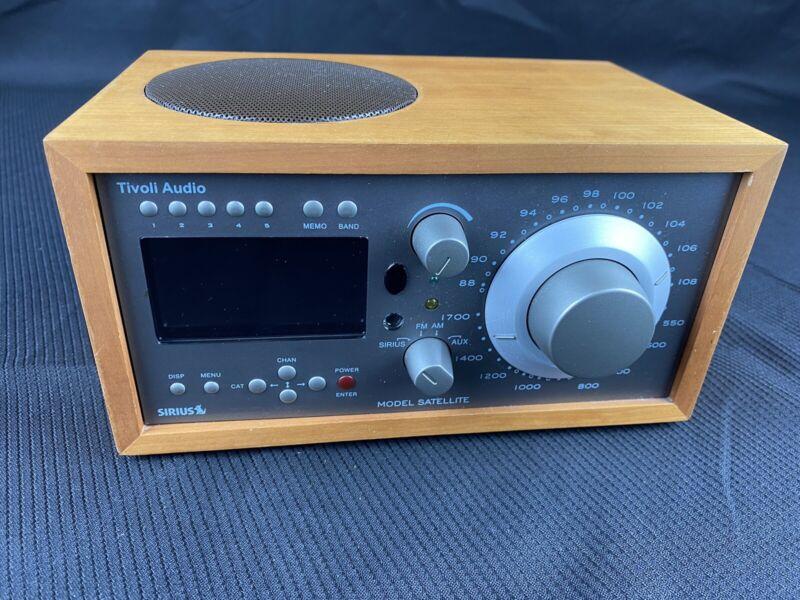 Tivoli Audio Model Satellite Sirius AM FM AUX Table Radio Stereo EB-4048