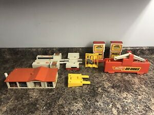 1970's vintage HOT WHEELS Sizzlers track and accessories.