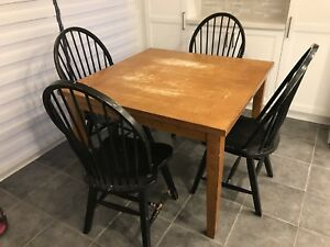 Extendable Kitchen table and chairs FREE