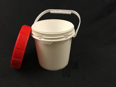 5 Small 0.6 Gallon Plastic Buckets w/ Child Resistant LIFE LATCH Lids
