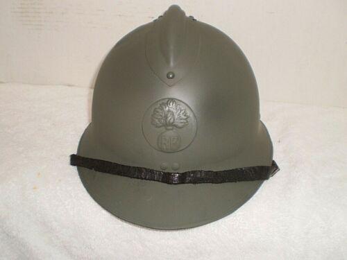 WW2 French M26 steel helmet with badge, original