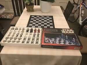 STAR WARS CHESS SET (GERMAN EDITION)