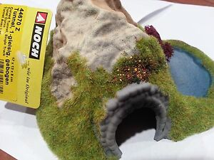 NOCH-44670-Z-Scale-Single-Track-Curved-Tunnel-Scenery-with-Pond-NEW-USA-Dealer