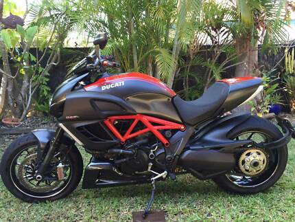 Ducati Diavel Carbon Red