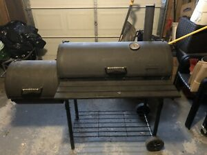 Char Broil Charcoal ampler/BBQ