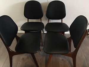 Elegant mid-century modern Danish Teak Dining Chairs - set of 4