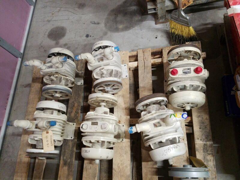 Gast  3040 V115A   rotary vane vacuum pump free shipping