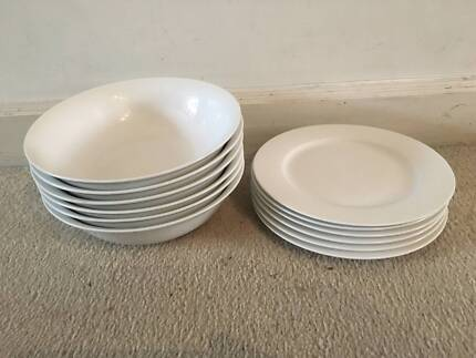 Hardly been used! 16 piece dinner set