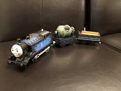 TrackMaster Motorized Train Engine Dirty Steamworks Thomas With Cars