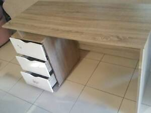 Aster desk with 3 white drawers