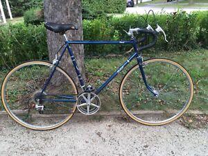 """Vintage Raleigh 12 speed road bike- 23"""" frame suits 5'6'-6'"""