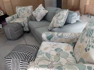 lounge suite 4 setter beauiful floral  green and beige near new con