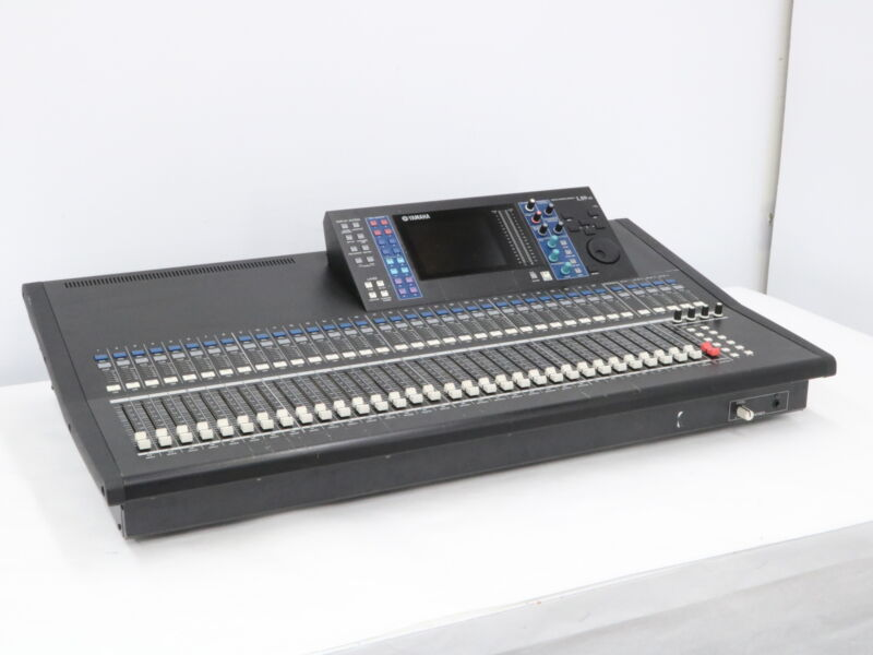 Yamaha LS9 32 Channel Audio Mixing Console