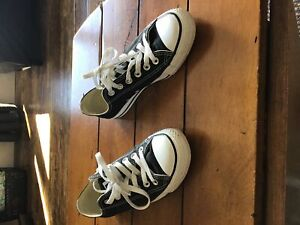 Black converse sneakers men's 5/women's 7