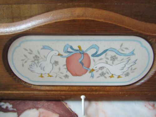 Good Wood INTERNATIONAL MARMALADE GEESE COUNTRY CLASSICS  LETTER Holder