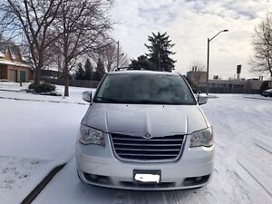 ••2010 Chrysler Town & Country **Fully Loaded**3 DVD Screens