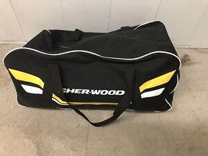 Men's hockey gear and bag