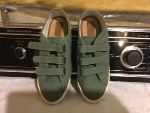 Boy's Zara Fabric Runners - Size 6.  New !!  Only $5