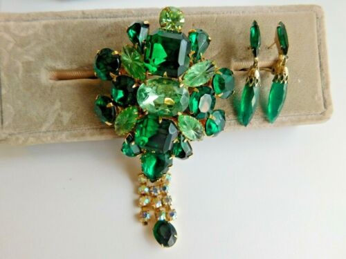 VIntage Retro Jewelry Green Rhinestone/ Glass. Lewis Segal Earrings
