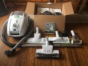 Wertheim W2000 Dog and Cat vacuum cleaner Cygnet Huon Valley Preview