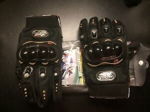 Motorcycle gloves (new Size Large )